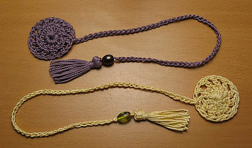 Crocheted_bookmark_medium