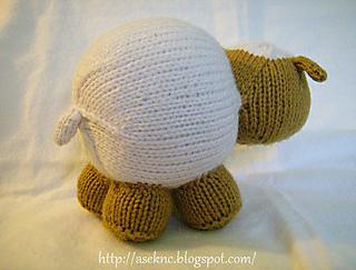 2010-07-23-aseslittlelamb-knit-b_small2