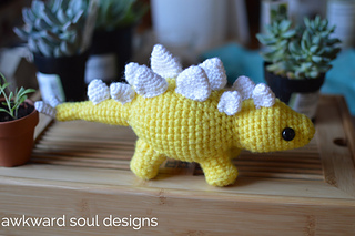 Stegosaurus_amigurumi_by_awkward_soul_designs__8__small2