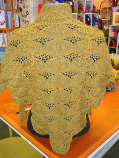 Lemon_wedge_shawl_small2