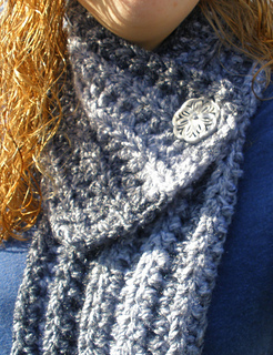 Cozy_buttoned_scarf_005-1_small2