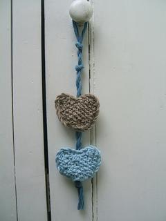 001_beach_hut_rustic_door_hearts_small2