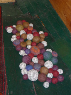 Felted_pebble_rug_-_copy_small2