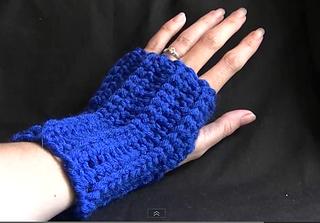 Fingerless_gloves_small2