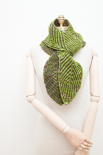 Uds_scarfthin2mannequin-5187_small2