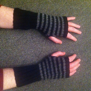 Ash_gloves_small2