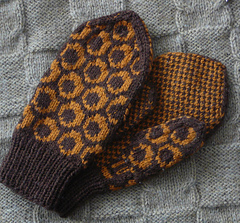 Circle_mittens1_small