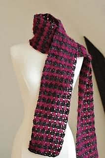 Larksfoot_crochet_scarf_2_small2