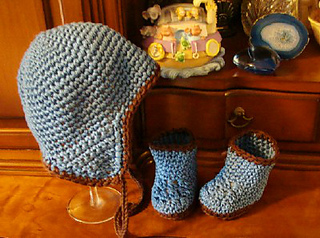 222_boy_hat_and_booties_small2