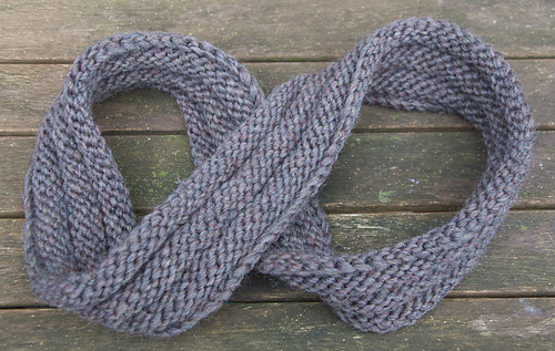 Mobius_cowl_grey1_medium