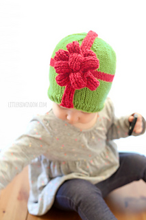 Christmas_present_hat_baby_knitting_pattern_02g_littleredwindow_small2