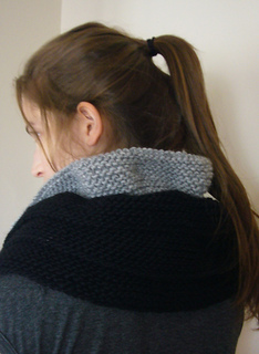 Cowl_ruffled_black_013_small2