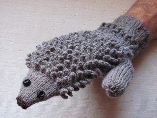 Free Knitting Pattern For Hedgehog Mittens : Ravelry: Hedgehog Mitts pattern by Morehouse Designs