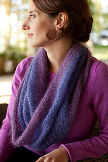Crocheted-moebius-cowl6_small2