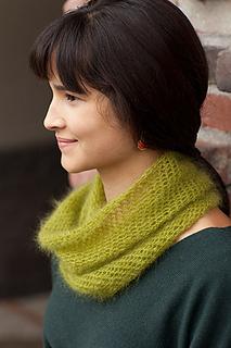 Crocheted-moebius-cowl3_small2