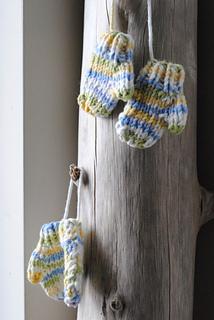 2013-_knitting-_mini_mittens_small2