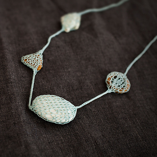 Knitted-necklace-02_small2