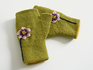 Reversible_fingerless_glove_grass_flowere_small2