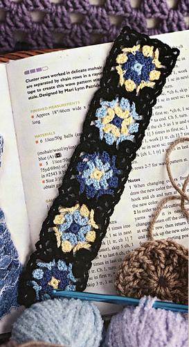 Granny_square_bookmark_medium
