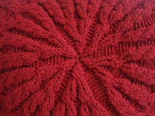 Crochet_round_blanket_close_up_small2