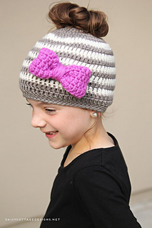 Messy-bun-hat-crochet-pattern-side_small2