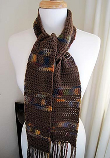 Simple_crochet_scarf_on_mannequin_1_small2