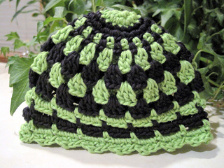 Pretty_little_baby_hat_green_black_1_small2