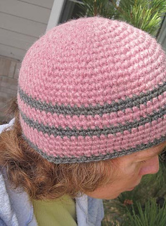 Crochet_hat_mauve_gray_on_k_small2