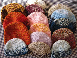 Double_double_crochet_hats_for_snug_hugs_2009_small2