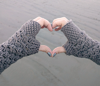 Free Crochet Pattern For Chunky Mittens : Ravelry: chunky fingerless gloves pattern by domestic ...