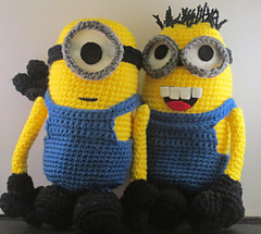 Minions_arm_in_arm_small