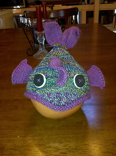 Rainbow_fish_hat_front_small2