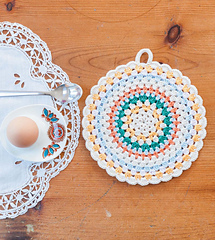 Crochet_home_-_simple_folk_circle_potholder_beauty_image_small