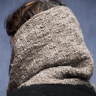 Ravelry: Diagonal Textured Cowl pattern by Valerie Leroux