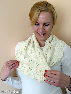 Feather_lace_cowl_4_c_small2