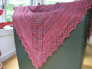Lucky_clover_shawl_ravelry_09_small2