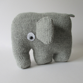 Elephant_cushion_img_3747_small2