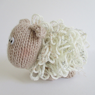 Curly_the_sheep_img_7055_small2