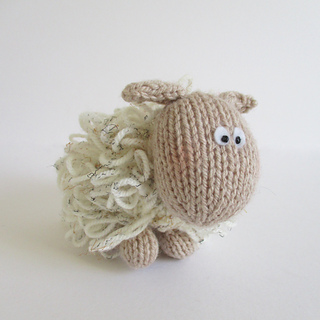 Curly_the_sheep_img_7052_small2