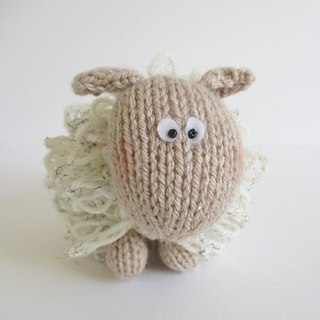 Curly_the_sheep_img_7048_small2