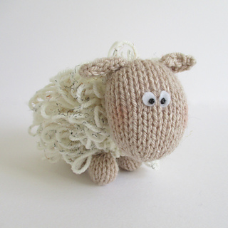 Curly_the_sheep_img_7061_small2