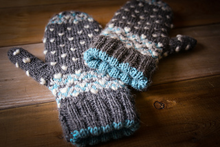 Icy-trails-mitts-4_small2