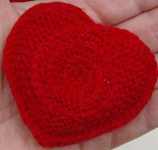 Single_heart_in_hand_close_up_small2