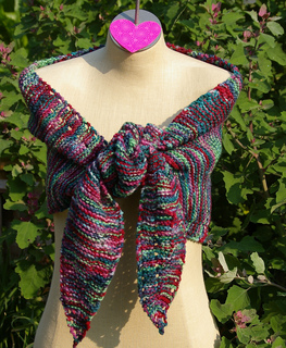 Triangle_durable_tied_in_front_small2