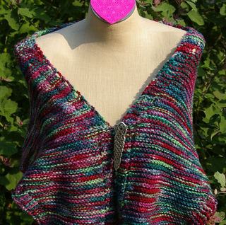 Triangle_durable_shawl_pinned_in_front_small2