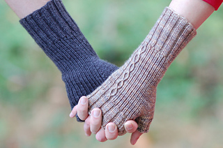 Holding_hands_small2