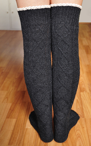 Diamond_in_the_ruffle_cable_knit_over_the_knee_socks_knitting_pattern_3_medium