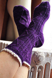 Diamond_in_the_ruffle_cable_ankle_socks_knitting_pattern_2_small2