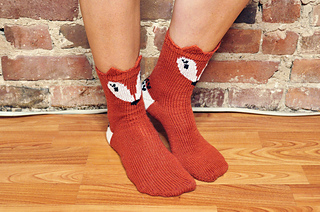 Pawsome_pals_knitted_fox_socks_with_ears_knitting_pattern_4_small2