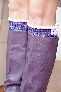 Young_at_heart_cable_knit_knee_high_socks_with_lace_trim_4_small2